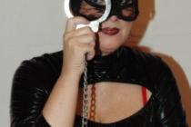Handschelle | Diva Salsarena | Domina Wien